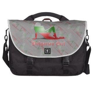 Bandera búlgara de la silueta del chica bolsa de ordenador