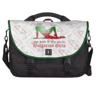 Bandera búlgara de la silueta del chica bolsas de portatil