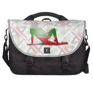 Bandera búlgara de la silueta del chica bolsas para portatil