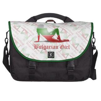 Bandera búlgara de la silueta del chica bolsas de portátil