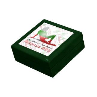 Bandera búlgara de la silueta del chica caja de recuerdo
