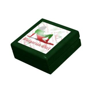 Bandera búlgara de la silueta del chica caja de regalo