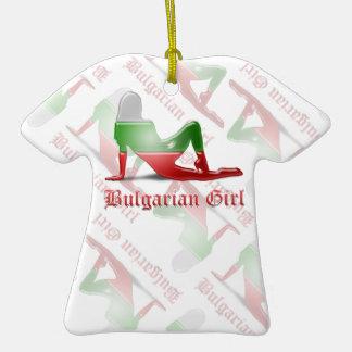 Bandera búlgara de la silueta del chica adorno de cerámica en forma de playera