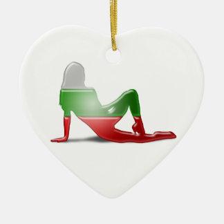 Bandera búlgara de la silueta del chica adorno de cerámica en forma de corazón