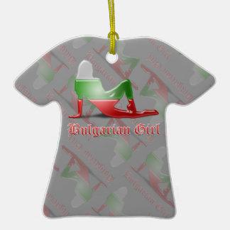 Bandera búlgara de la silueta del chica ornamente de reyes
