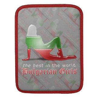 Bandera búlgara de la silueta del chica fundas para iPads