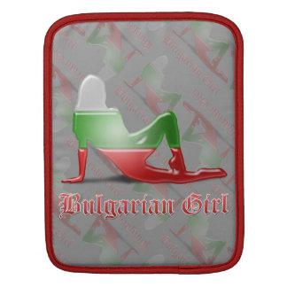 Bandera búlgara de la silueta del chica funda para iPads