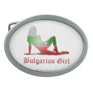 Bandera búlgara de la silueta del chica hebilla cinturon