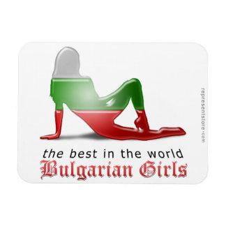 Bandera búlgara de la silueta del chica imán de vinilo