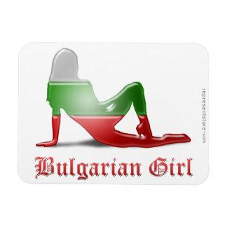 Bandera búlgara de la silueta del chica iman