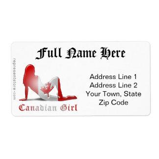 Bandera canadiense de la silueta del chica etiquetas de envío