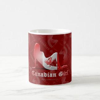 Bandera canadiense de la silueta del chica taza