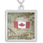 Bandera canadiense en mapa joyería