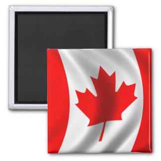 Bandera canadiense que agita imán cuadrado