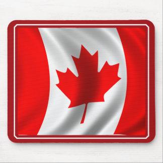 Bandera canadiense que agita alfombrillas de raton