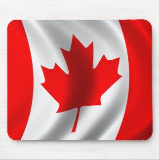 Bandera canadiense que agita alfombrilla de ratones