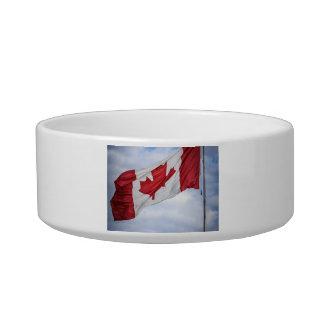 Bandera canadiense roja y blanca del día feliz de  tazones para agua para gatos