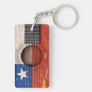 Bandera chilena en la guitarra acústica vieja llavero