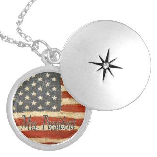 bandera circle.jpg   de la señora presidente medallón