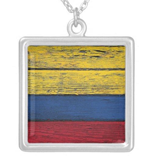 Bandera colombiana con efecto de madera áspero del collares