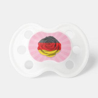Bandera color de rosa alemana en rosa chupete de bebe