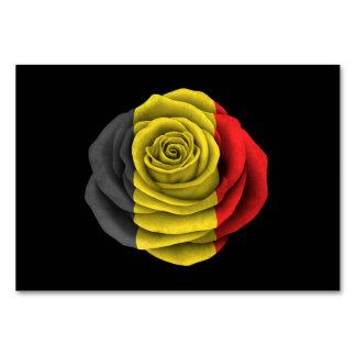 Bandera color de rosa belga en negro