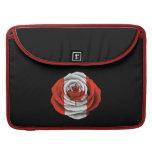 Bandera color de rosa canadiense en negro funda para macbook pro