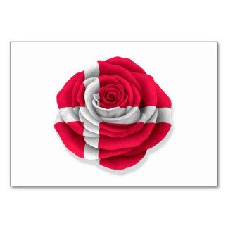 Bandera color de rosa danesa en blanco