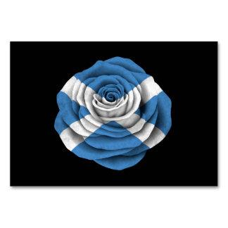 Bandera color de rosa escocesa en negro