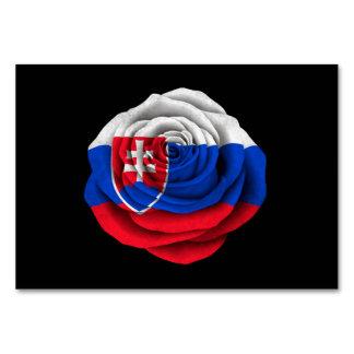 Bandera color de rosa eslovaca en negro