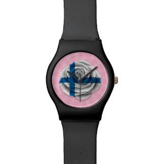 Bandera color de rosa finlandesa en rosa relojes de mano
