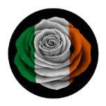 Bandera color de rosa irlandesa en negro fichas de póquer