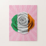 Bandera color de rosa irlandesa en rosa puzzle