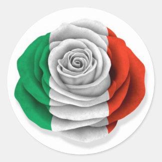 Bandera color de rosa italiana en blanco pegatina redonda