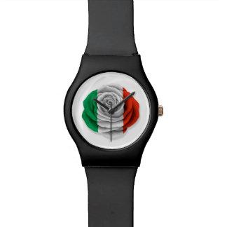 Bandera color de rosa italiana en blanco relojes de mano