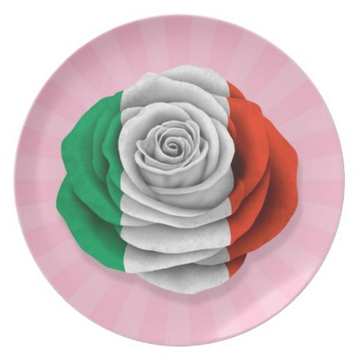 Bandera color de rosa italiana en rosa platos de comidas