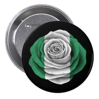 Bandera color de rosa nigeriana en negro pin