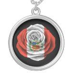 Bandera color de rosa peruana en negro joyerías