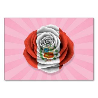 Bandera color de rosa peruana en rosa