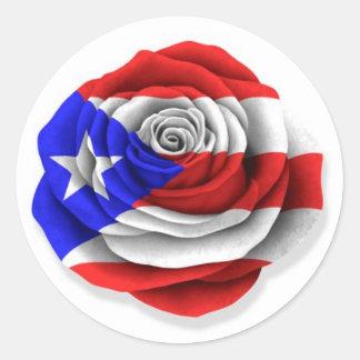 Bandera color de rosa puertorriqueña en blanco pegatina redonda