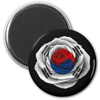 Bandera color de rosa surcoreana en negro imán de frigorífico