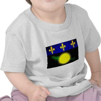 Bandera colorida de Guadeloupean del contraste Camisetas