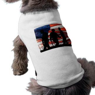 Bandera con la camisa del perro de la silueta del  playera sin mangas para perro