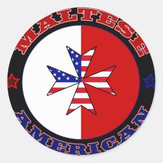 Bandera cruzada americana maltesa pegatina redonda