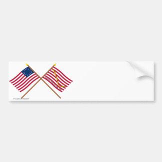 Bandera cruzada y primera marina de guerra Jack de Etiqueta De Parachoque