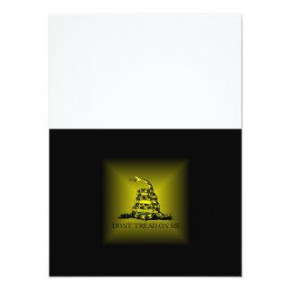 """Bandera cuadrada de Gadsden del resplandor solar Invitación 5.5"""" X 7.5"""""""