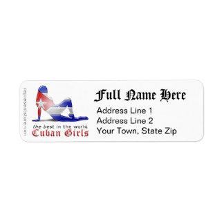 Bandera cubana de la silueta del chica etiqueta de remite
