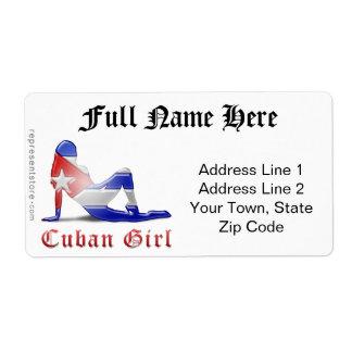 Bandera cubana de la silueta del chica etiquetas de envío