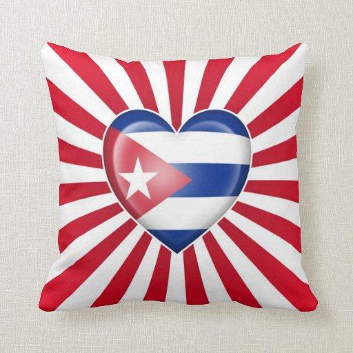 Bandera cubana del corazón con la explosión de la  cojin