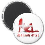 Bandera danesa de la silueta del chica imán de frigorifico
